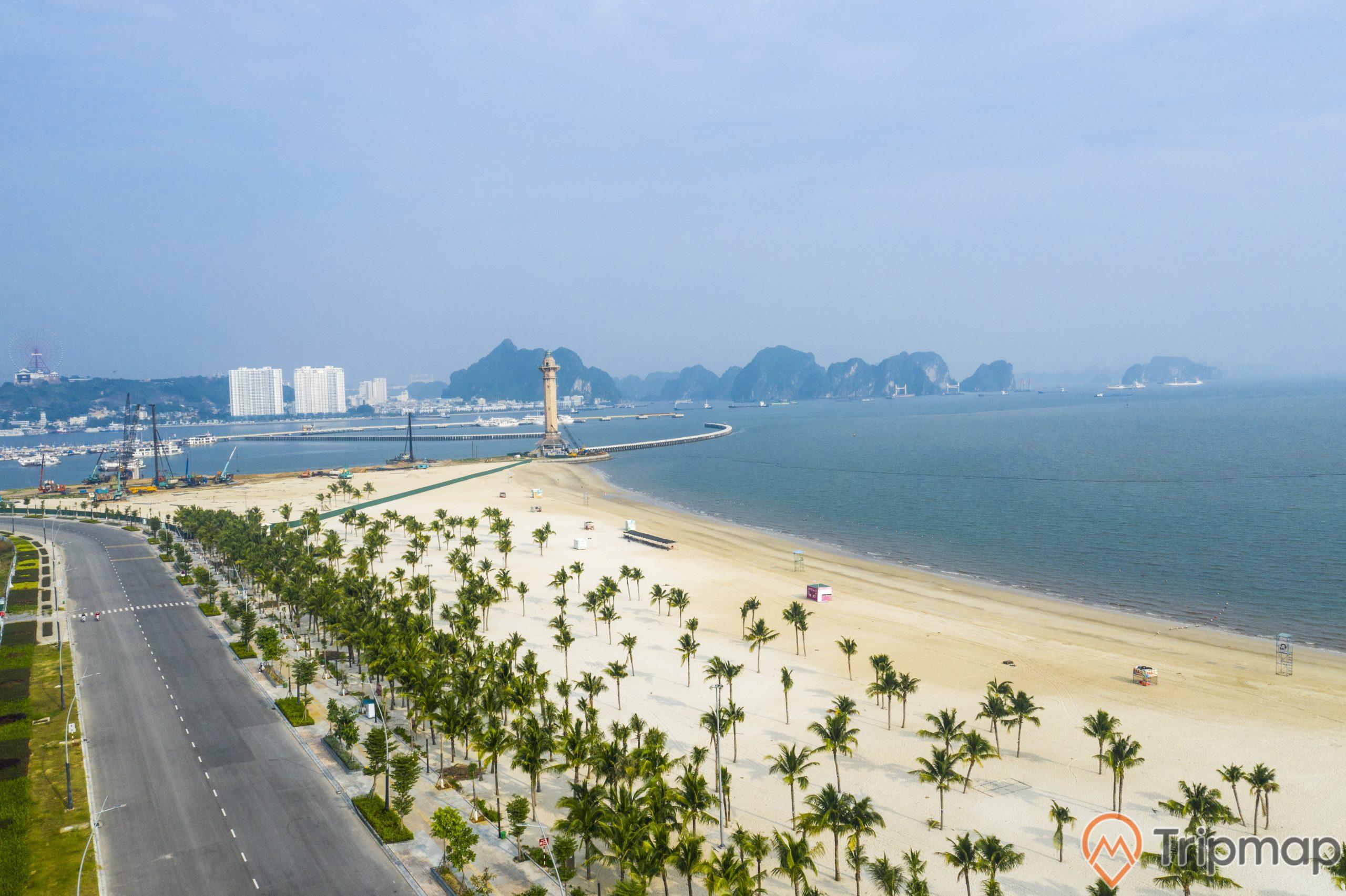 Toàn cảnh bãi biển Sun World Hạ Long nhìn từ trên cao