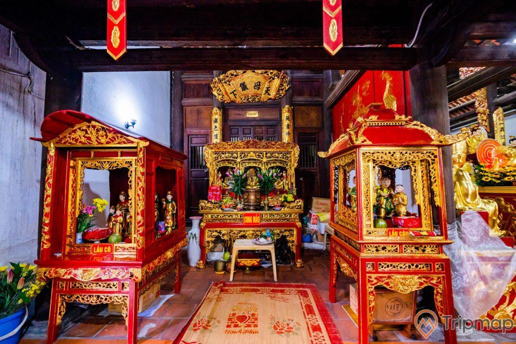 Chùa Long Tiên, Cung Mẫu, Lầu Cô, Lầu Cậu, tấm chiếu, nền gạch màu đỏ, trần nhà bằng gỗ màu nâu