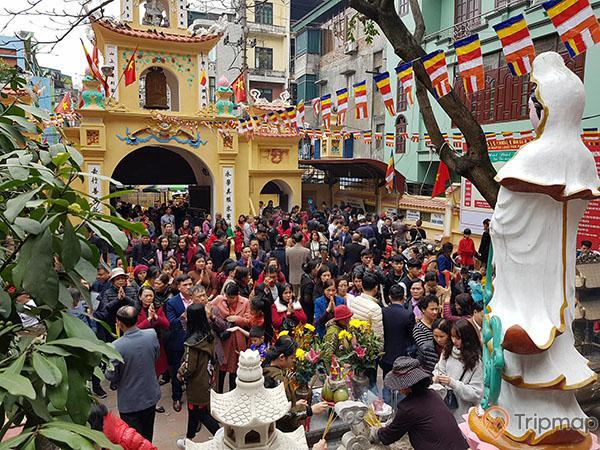 Những ngày đầu xuân du khách nhộn nhịp tới chùa cầu phúc