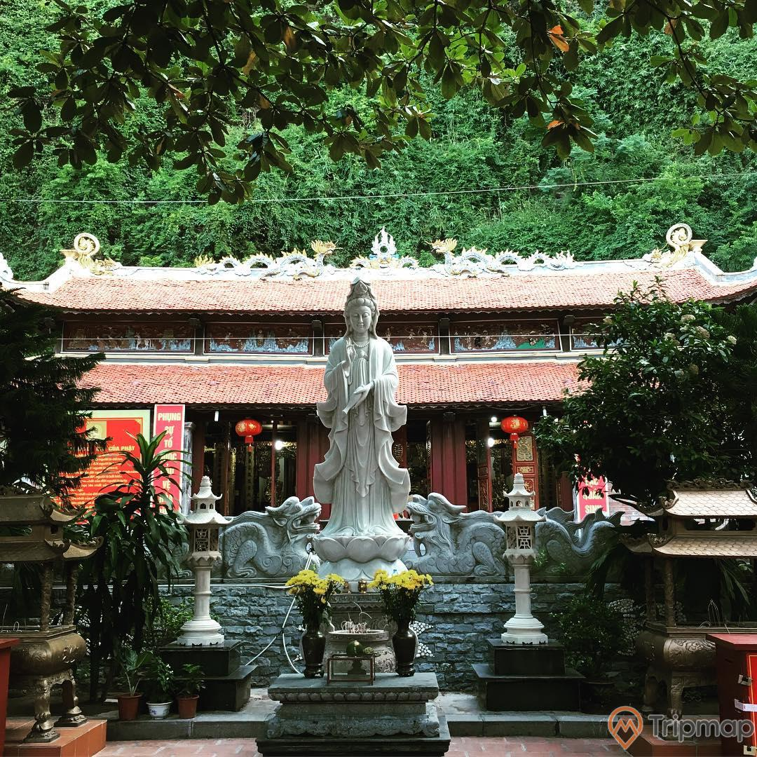 Tượng Phật Bồ Tát Quan Âm tại chùa