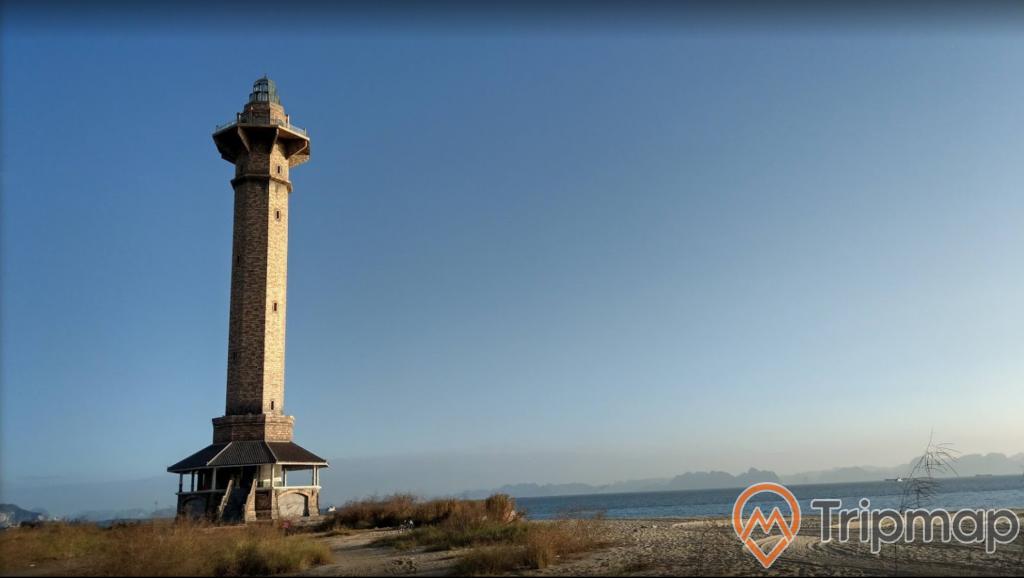 Ngọn hải đăng Sun World cao sừng sững