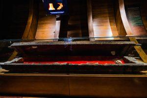 Bảo tàng Quảng Ninh, nơi lưu giữ những giá trị lịch sử, hiện vật đặt trong tủ kính