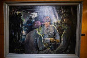 Bảo tàng Quảng Ninh, nơi lưu giữ những giá trị lịch sử, bức tranh vẽ các người thợ mỏ