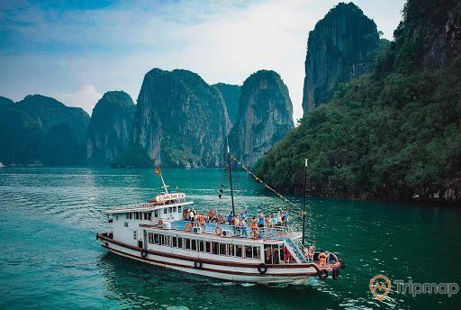 Sử dụng du thuyền tham quan Vịnh Bái Tử Long
