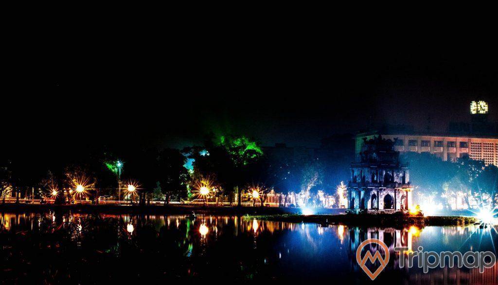 Khung cảnh ánh đèn điện buổi tối ở Hồ Hoàn Kiếm