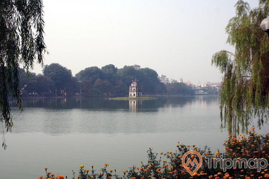 tháp rùa ở giữa lòng hồ Hoàn Kiếm