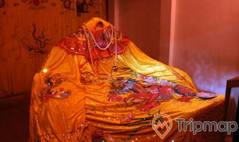 tượng công chúa mỵ châu không đầu, ảnh chụp trong nhà