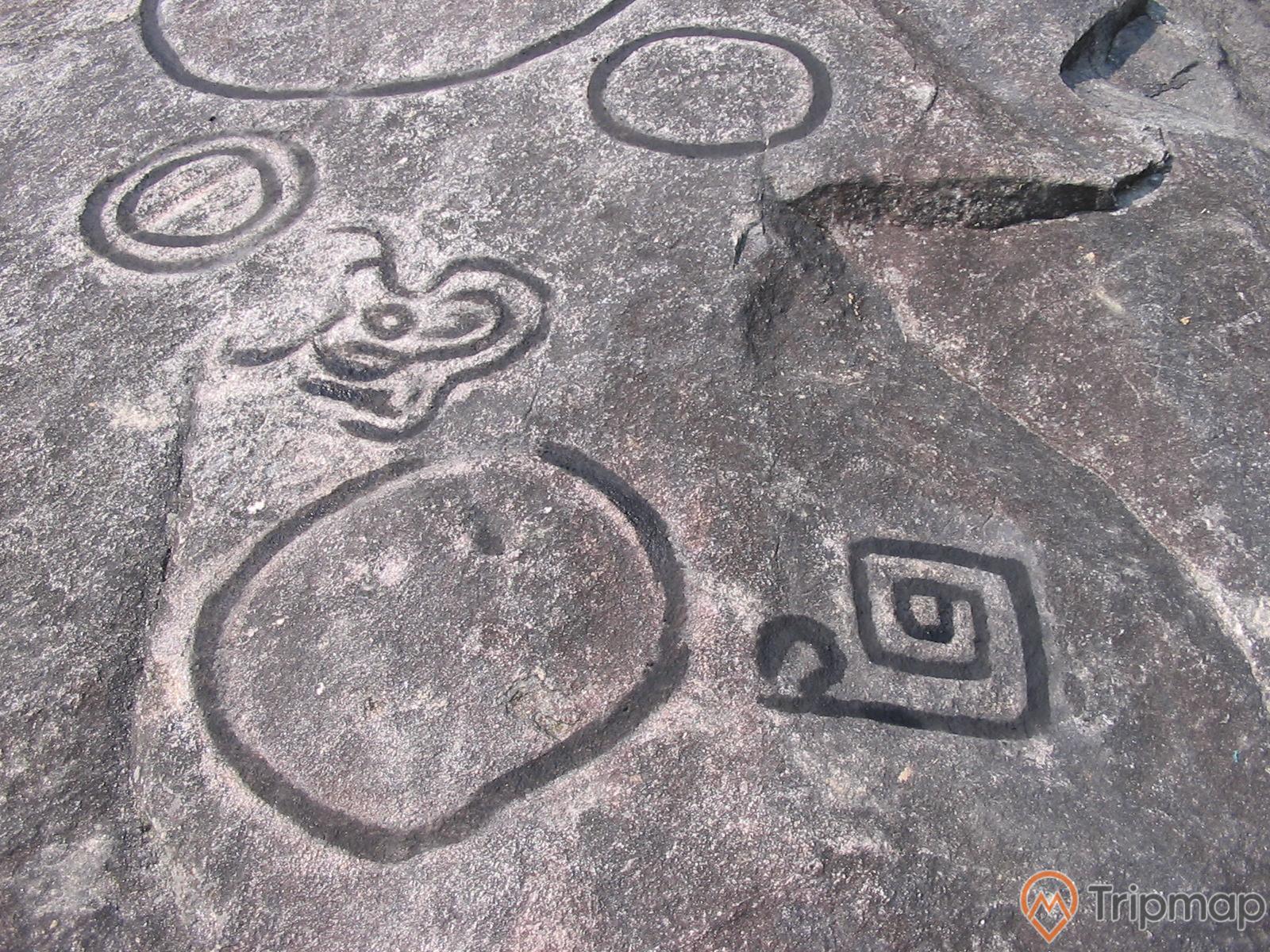 Hoạ tiết cổ trên đá tại bãi đá cổ nấm dẩn, ảnh chụp hoạ tiết cổ trên phiến đá