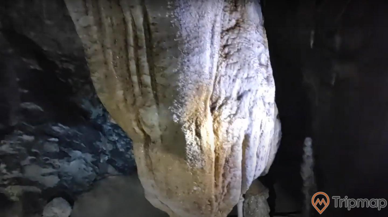 Thạch nhũ đá trong hang Khố Mỷ, ảnh chụp trong hang động