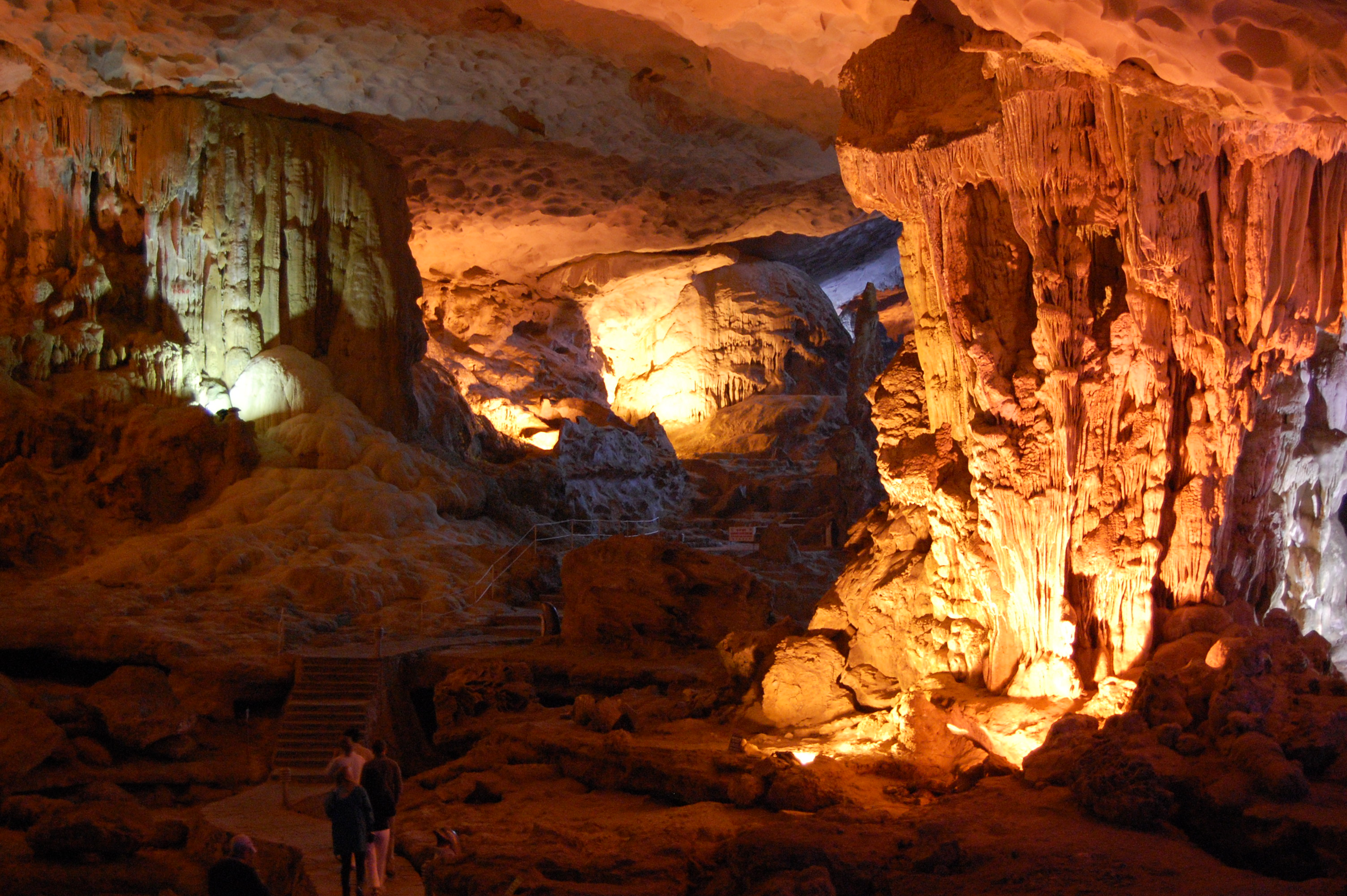 Quang cảnh bên trong hang phương thiện, vách nhũ đá tự nhiên, ảnh chụp trong hang động
