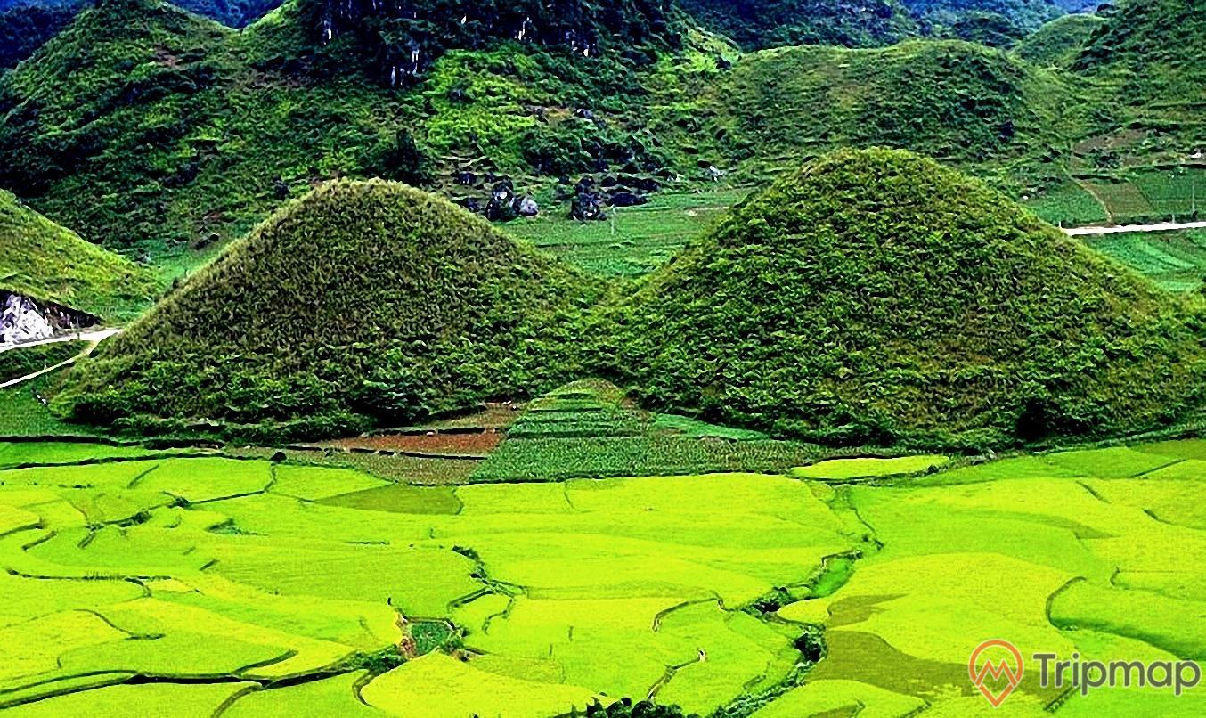Cảnh sắc thiên nhiên thắng cảnh núi đôi Quản Bạ, đồi núi đôi xanh tươi, ảnh chụp ngoài trời