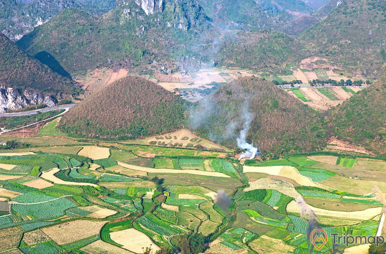 Địa điểm du lịch thắng cảnh núi đôi Quản Bạ, ruộng bậc thang và đồi núi đôi Quản Bạ, ảnh chụp từ trên cao