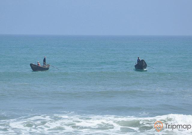 Thuyền củangư dân đánh bắt trên biển Cồn Khởi