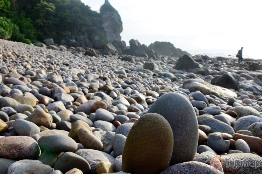 Các viên đá tại đây có nhiều hình thù và kích thước khác nhau