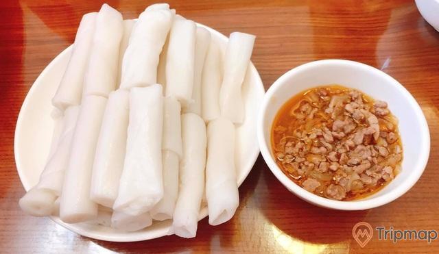 Bánh gật gù là món quà của vùng đất Quảng Ninh với nước chấm đậm đà khó quên