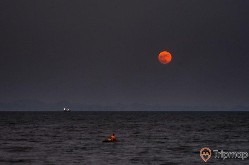 Trăng lên trên biển đêm Minh Châu