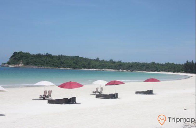 Bãi tắm lí tưởng trên biển MInh Châu