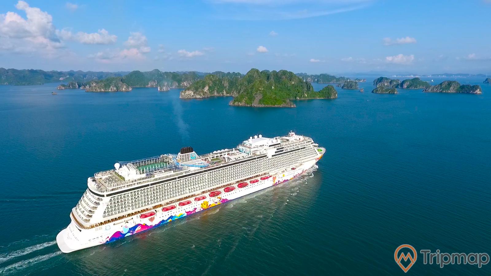 Cảng Quốc tế Hạ Long đã từng đón con tàu to nhất thế giới