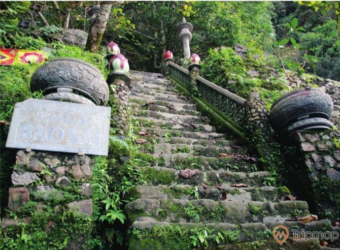 Lốilên chùa Bảo Sái