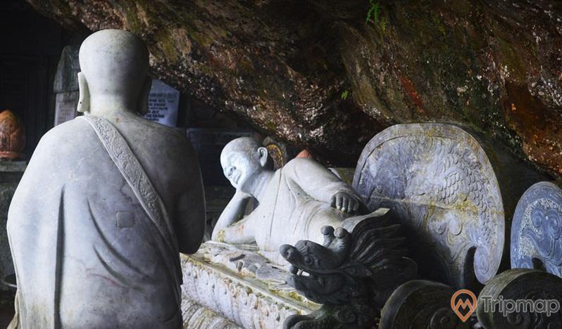 Tượng đá phật nằm trong chùa Bảo Sái