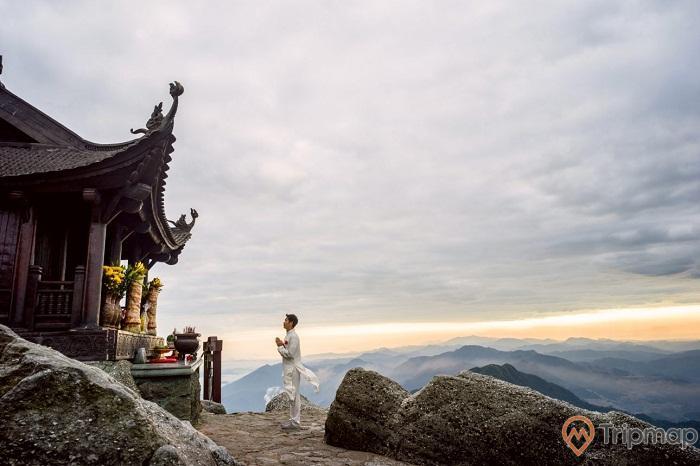 Đứng trên chùa Đồng tựa phiêu du giữa cõi Phật