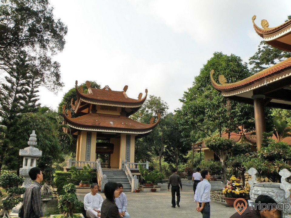 Chùa Lân - một trong những chùasở hữu hệ thống tháp cổ nhiều nhất Yên Tử