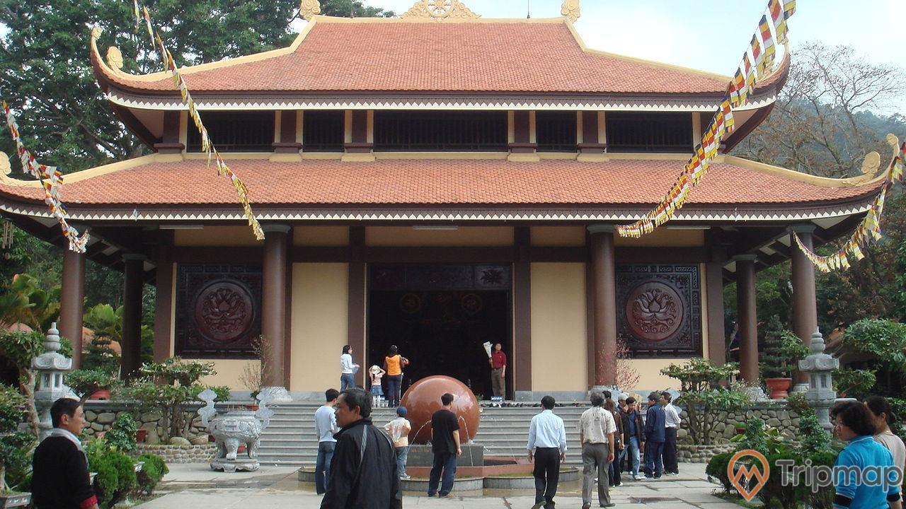 Chính điện chùa Lân