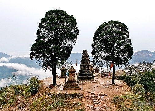 Vườn tháp Vọng Tiêu Cung bên chùa Vân Tiêu