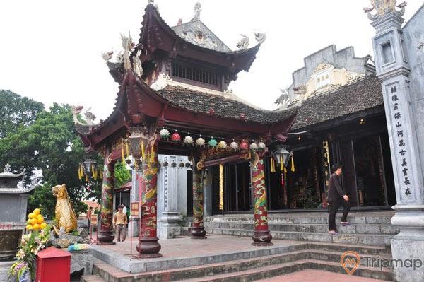 Lối kiến trúc cổ thể hiện qua từng chi tiết của đền
