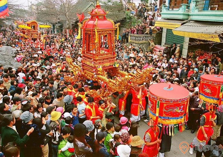 Hằng năm, rất nhiều du khách và dân địa phương tới tham quan và tham gia lễ hội đền Đức Ông