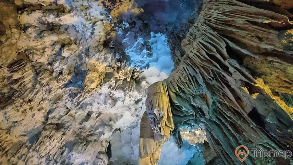Khối thạch đá tại động Thiên Cung, Vịnh Hạ Long