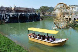 Du thuyền nhiệt đới, bánh xe nước, thuyền chở nhiều người đang chạy trên sông, trời nắng, ảnh chụp ban ngày
