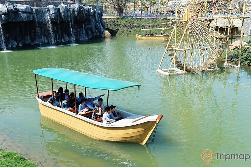 Du thuyền nhiệt đới