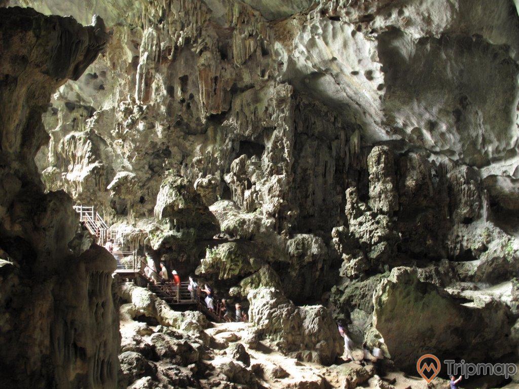 Thạch nhũ đá bên trong hang Đầu Gỗ