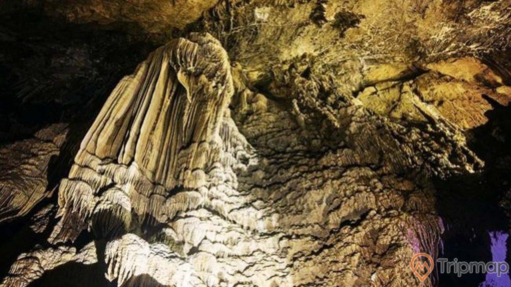 Rừng nhũ đá hình bút lông bên trong hang Thầy
