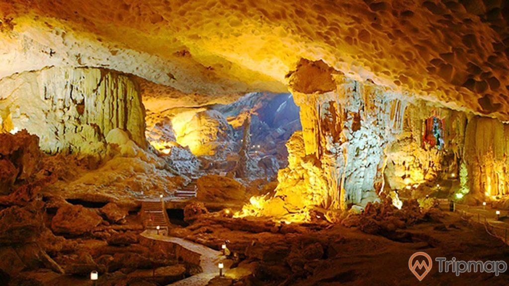Vẻ đẹp lung linh của các nhũ đá bên trong hang Thiên Cảnh Sơn
