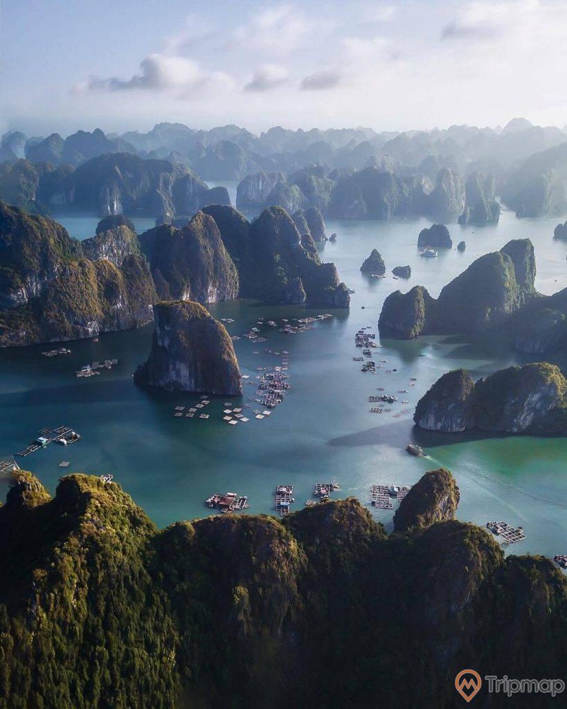 Vịnh Hạ Long - Viên ngọc quý của biển Đông