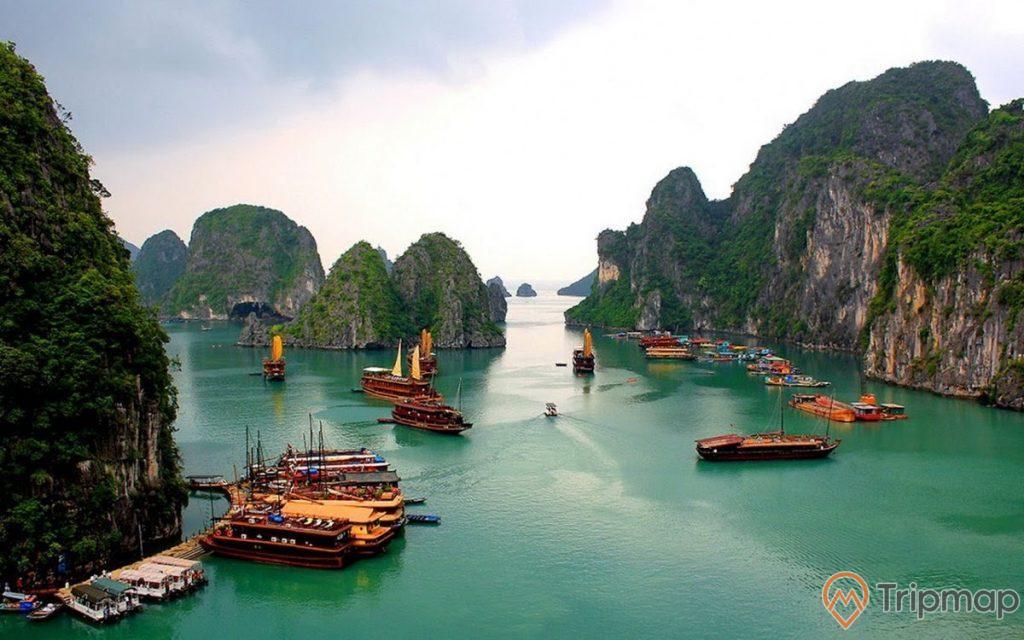 Thiên nhiên như mời gọi du khách đến tham quan Vịnh Hạ Long