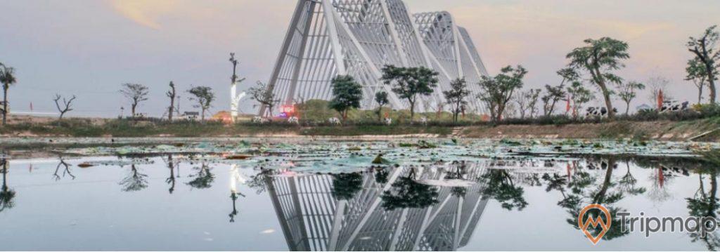 Hồ sen sinh thái, cổng tỉnh quảng ninh, nhiều cây xanh, ảnh chụp buổi chiều