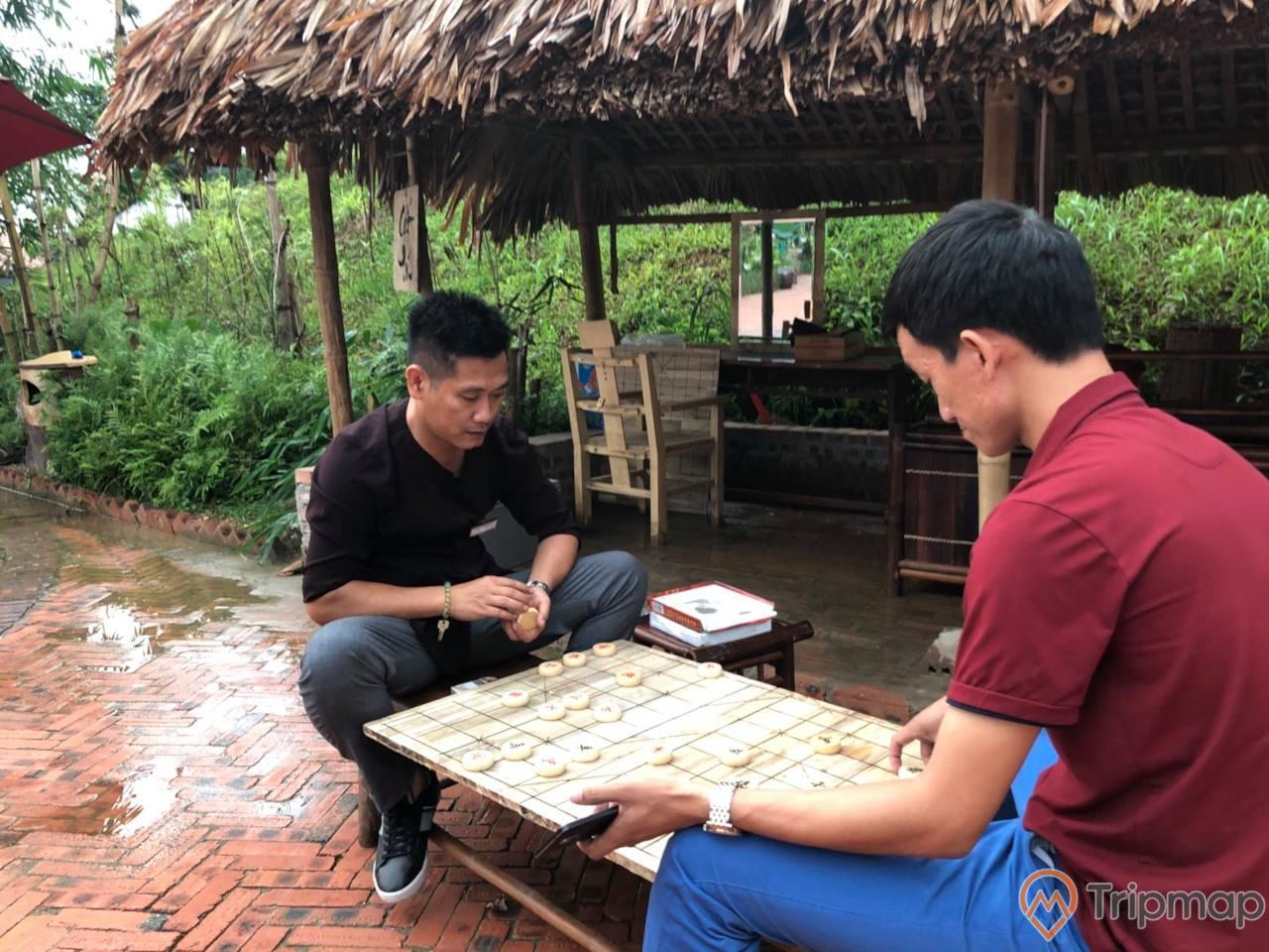 Ngoài ra, du khách cũng có thể chơi các trò chơi trí tuệ, dân gian tại đây