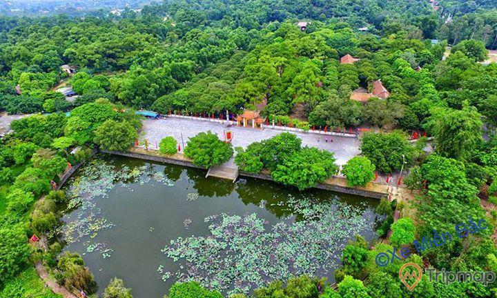 Khu di tích danh thắng Côn Sơn, nhiều cây xanh, hồ nước, con đường đi màu xám, ảnh chụp từ trên cao, ảnh chụp ban ngày