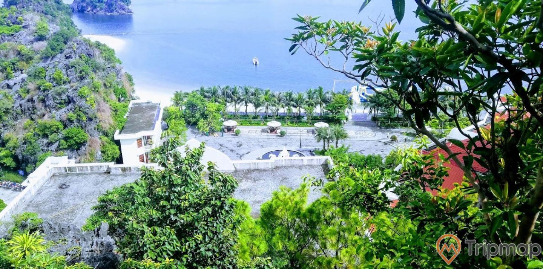 Khu vườn Nhật, Tuấn Mai resort, nhiều cây xanh, ngọn núi đá có cây xanh, mặt nước biển màu xanh, ảnh chụp từ trên cao, ảnh chụp ban ngày