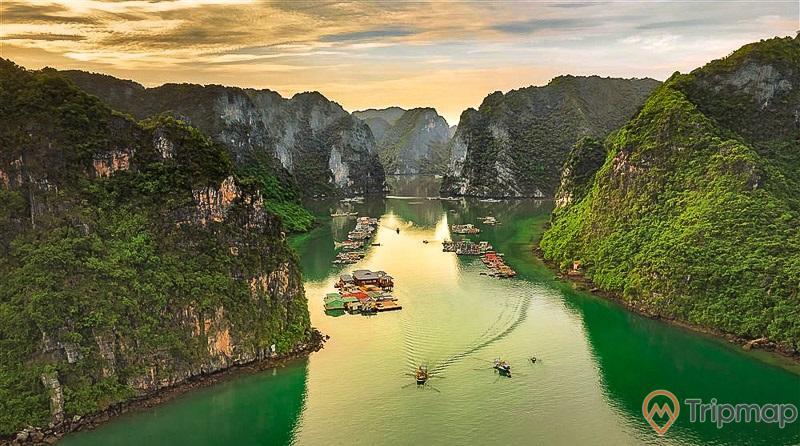Vẻ đẹp hiếm có của làng chài Ba Hang trên vịnh Hạ Long