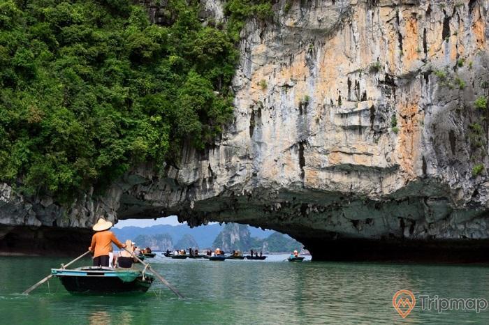 Hang Cao - Cổng làng chài Vung Viêng