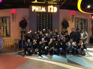 Rạp chiếu phim 12D, nhiều người đang chụp ảnh, mô hình tượng ai cập