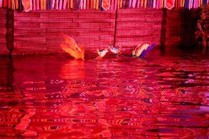 Sân khấu múa rối nước Ánh Trăng, mặt nước có ánh đèn màu đỏ