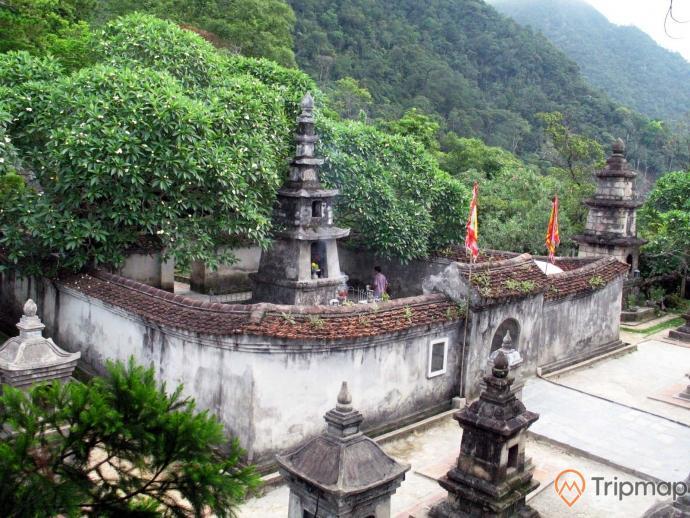 Vườn tháp linh thiêng, trầm mặc an tọa bình yên giữa núi rừng Yên Tử