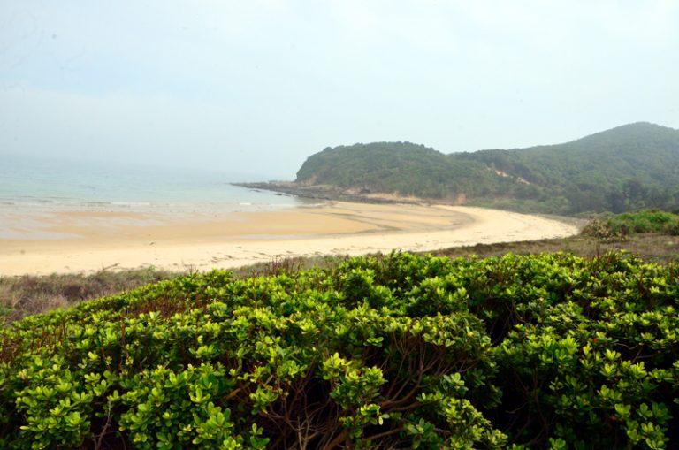 Bãi biển Ba Châu