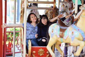Royal Carousel, Đu Quay Kỳ Diệu, mô hình ngựa màu vàng, ảnh chụp ban ngày