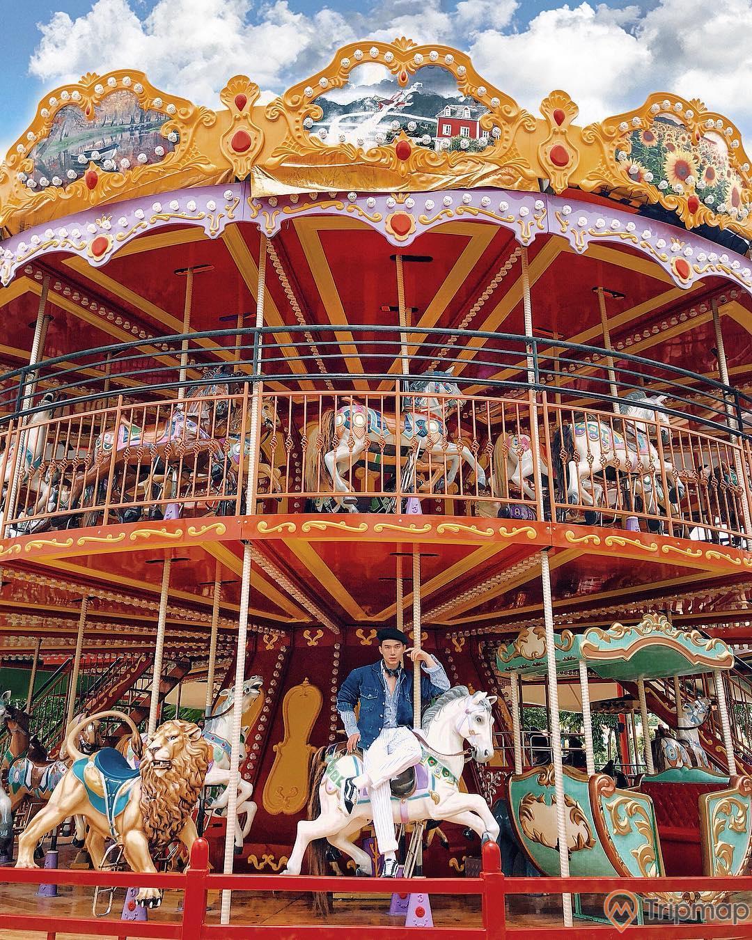 Đu Quay Kỳ Diệu: Royal Carousel tại Dragon Park